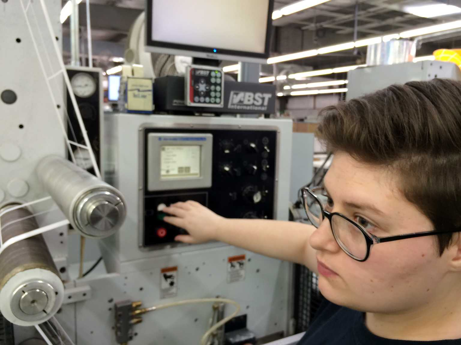 Operating flexography press