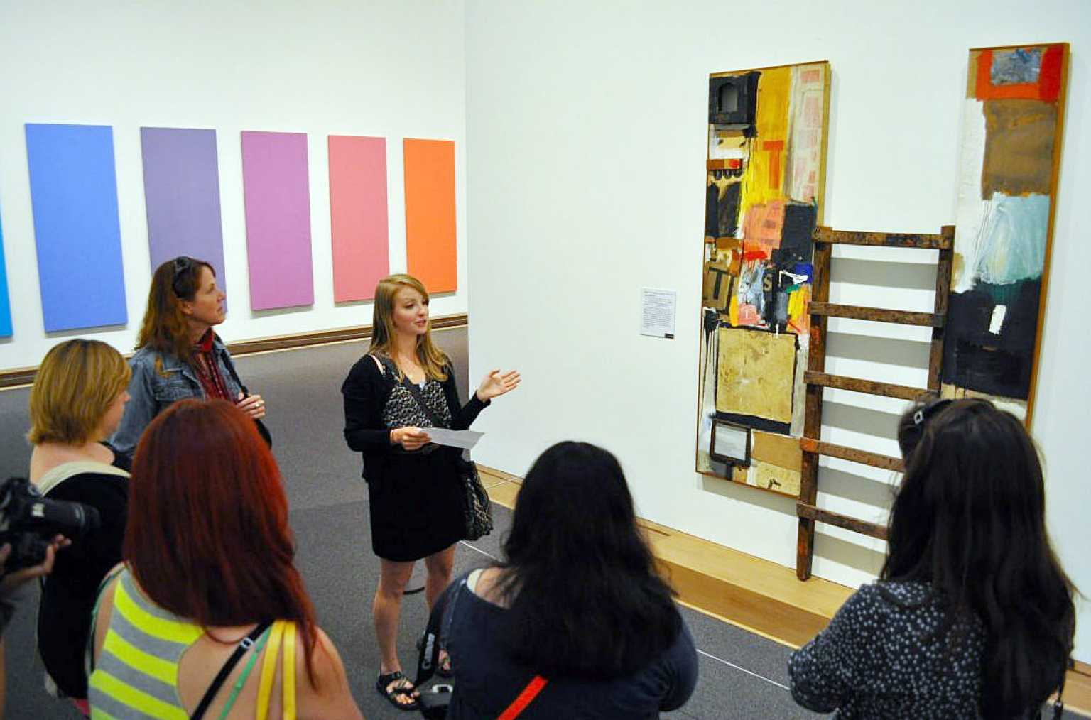 Art history students discussing artwork at NY museum